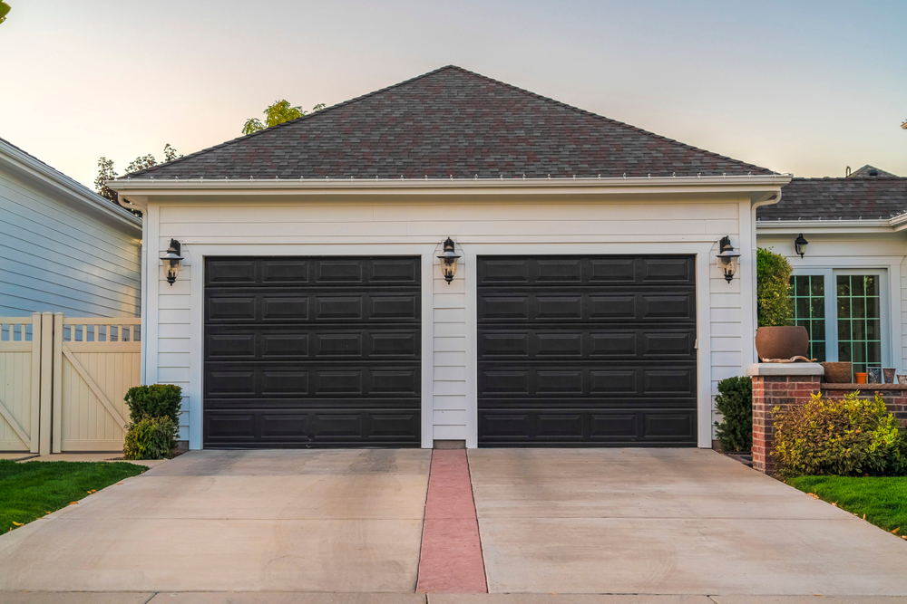 THINGS TO CONSIDER WHEN PURCHASING A NEW GARAGE DOOR